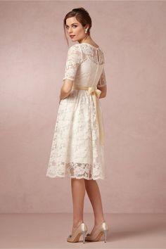 elegantes U-Ausschnitt Kurze Ärmel Applikationemememen A-Linie Spitze Knielanges Brautkleid
