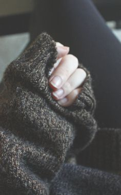 Sweater over the hands = best comfy feeling ever.
