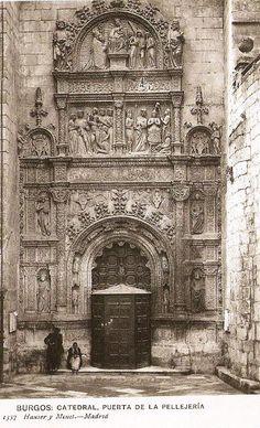Puerta de la Pellejería de la Catedral de Burgos, Francisco de Colonia. Religious Architecture, Spain And Portugal, Place Of Worship, Architectural Drawings, Forts, Victorian Gothic, German Shepherd Dogs, Barcelona Cathedral, Medieval