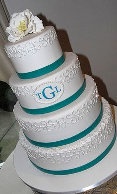 This is a simple yet perfect wedding cake!