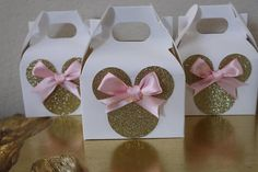 minnie mouse 10 Minnie Mouse Party Favor Boxes x 4 x 5 Perfect for a Minnie Mouse birthday or baby shower! Each box is handcrafted to your perfection. Shimmery gold heavy cardstock is Minni Mouse Cake, Minnie Mouse Rosa, Minnie Mouse Favors, Minnie Mouse Birthday Decorations, Minnie Mouse Theme Party, Minnie Mouse Birthday Outfit, Minnie Mouse Baby Shower, Pink Minnie, Mickey Party