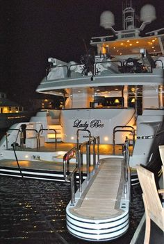 Aah, this is the life.Luxury yacht for easy going summers. Bateau Yacht, Yacht Broker, Yacht Party, Billionaire Lifestyle, Yacht Boat, Yacht Club, Luxe Life, Yacht Design, Water Crafts
