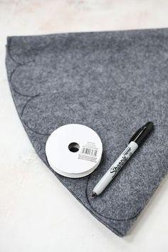 3 Easy No-Sew Tree Skirts (via Bloglovin.com )