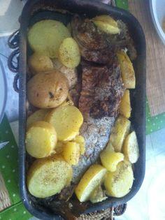 Corvina assada no sal com batatas