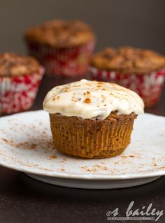 Skinnified Pumpkin Spice Latte Cupcakes with Honey Cream Cheese Frosting Just Desserts, Delicious Desserts, Dessert Recipes, Yummy Food, Pumpkin Recipes, Fall Recipes, Sweet Recipes, Yummy Treats, Sweet Treats