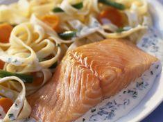 Avec les lectrices reporter de Femme Actuelle, découvrez les recettes de cuisine des internautes : Saumon frais aux tagliatelles et petits légumes
