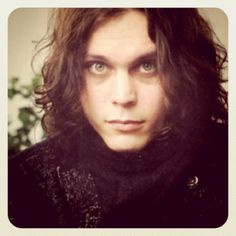 God this is so. so unfair Beautiful Disaster, He's Beautiful, Beautiful People, Ville Valo, Metal Magazine, Gothic Rock, Green Day, Rock Music, Jon Snow