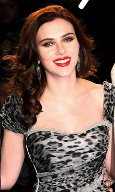 25 Dark Brown Hair Colors That Give Us Major Dye Envy - Scarlett johansson red hair, Scarlett johansson hairstyle, Scarlett johansson, Dark brown hair colo - Highlights For Dark Brown Hair, Dark Red Hair, Brown Hair Colors, Peekaboo Highlights, Purple Highlights, Burgundy Hair, Scarlett And Jo, Black Widow Scarlett, Scarlett Johansson Red Hair