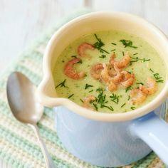 Erfrischend, wenn es mal wieder heiß hergeht. Die kalte Suppe ist schnell püriert und ein toller Snack für zwischendurch. Wer keine Krabben mag, lässt...