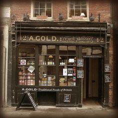 Old shop, Spitalfields, London   by seriykotik1970, via Flickr #fachadasverdesloja