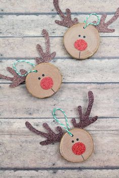 You'll Treasure These Homemade Christmas Ornaments for Decad.- You'll Treasure These Homemade Christmas Ornaments for Decades – Ideen – You'll Treasure These Homemade Christmas Ornaments for Decades – Ideen – - Diy Christmas Decorations Easy, Wooden Christmas Ornaments, Christmas Crafts For Kids, Christmas Diy, Reindeer Ornaments, Modern Christmas, Handmade Ornaments, Handmade Decorations, Christmas Tables