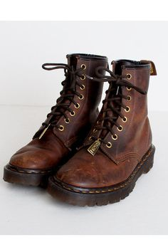 Discover this look wearing Brown Vintage Dr Martins Boots - Size 6 Vintage Dr Martins Brown Oiled Leather Lace Up Boots 36 by twinheartsvintage Dr. Martens, Hip Hop Outfits, Mode Outfits, Grunge Outfits, Grunge Shoes, Dr Martin Boots, Look Fashion, Fashion Shoes, Trendy Fashion