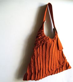 pleated sling tote from yorktown road by carol gilbert http://yorktownroad.bigcartel.com/ #pleats #bags #totes