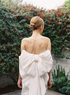 Brautkleid mit grosser Schleife, modern, Hochzeit, elegant
