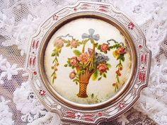 エナメルコンパクト・ローズバスケット - イギリスとフランスのアンティーク | バラと天使のアンティーク | Eglantyne(エグランティーヌ)