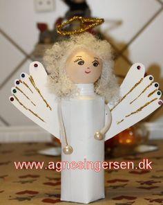 Engel lavet af mælkekartoner og vinger af barnets fødder. se mere på min blog http://agnesingersen.dk/blog/engel-af-maelkekarton/