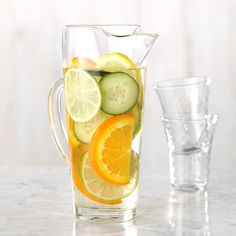 Citrus and cucumber infused water If you've ever enjoyed cucumber and citrus in a drink before, you know how beautifully they go together. Skip the soda and try this instead for the ultimate in infused water refreshment. Best Flavored Water, Cucumber Infused Water, Citrus Water, Flavored Water Recipes, Mint Water, Fruit Water, Drink Recipes, Party Recipes, Detox Recipes