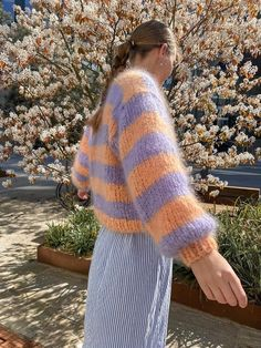 Gratis strikkeopskrift- Begyndervenlig - #GoFluffySweater Free Knitting, Knitting Patterns, Cajun Salmon, Fluffy Sweater, Morning Inspiration, Drops Design, Save The Planet, Pulls, Arm Warmers
