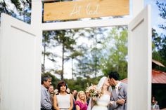THE GLEN VENUE BACKYARD WEDDING #floridaweddingphotographer #floridaweddingphotography #theglenvenue #emotional #candid #backyardwedding #outdoorwedding #floridaweddingvenue #vintagedoor