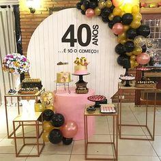 A imagem pode conter: área interna 30th Party, 40th Birthday Parties, Birthday Party Decorations, Birthday Celebration, Party Themes, Wedding Decorations, Happy Birthday Illustration, Fabulous Birthday, Ideas Para Fiestas
