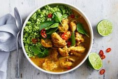 Ultra low-carb keto recipes to try in 2019 Keto chicken coconut curry with broccoli rice Keto Foods, Keto Meal, Keto Chicken, Chicken Recipes, Coconut Chicken, Rice Recipes, New Recipes, Dinner Recipes, Healthy Recipes