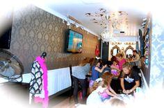 Inside the Rockin' Glamour Lounge!
