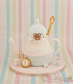 Mouse in the teapot cake (*I would love to go the cutesy direction, making a little cute animal or two positioned at different places amongst all the cakes I'd make -- could be a signature/running theme)