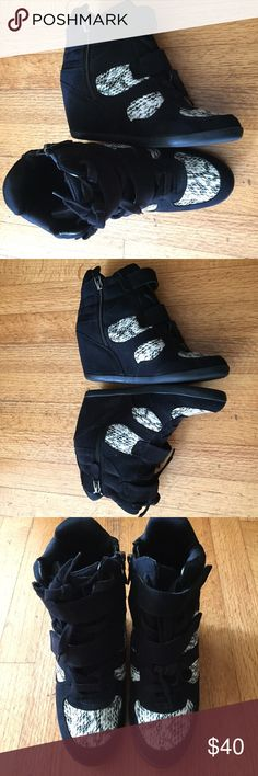 Simply Vera by Vera Wang black wedge ankle boot 9M Super cute and comfortable women's Simply Vera by Vera Wang black wedge sneaker ankle boot size 9 Medium. Gently used. Excellent condition. Simply Vera Vera Wang Shoes Ankle Boots & Booties