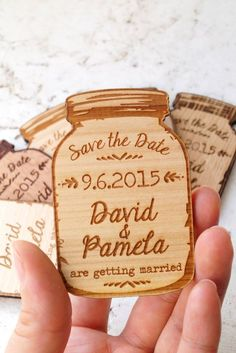 "Wood ""save the date"". Looks like a honey jar #verlobung #ankündigung #holz"