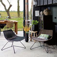 De Woood Otis is een echte relax fauteuil: eentje waar je heerlijk in kunt wegzakken. De stoel is strak en straalt echt klasse uit dankzij de rotan vlechten. Je maakt het comfort en de look van de stoel af met een mooie plaid of kussens.