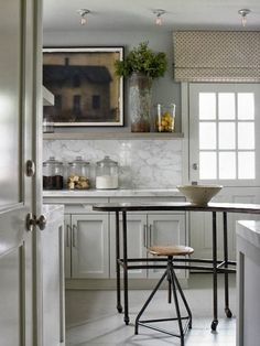 Kitchen Decor Ideas : love the solid marble backsplash Kitchen And Bath, New Kitchen, Kitchen Dining, Kitchen Decor, Country Kitchen, Kitchen Cabinetry, Kitchen Ideas, Kitchen Island, Kitchen Vignettes