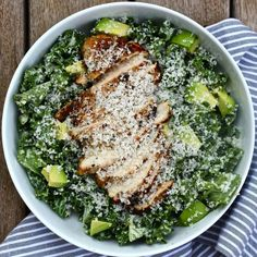 Kale chicken caesar salad Serves: 4 Time: 40 m m prep, 20 m cook)Ingredients: (Ingredients and measurements subject to availability)Salad: 2 bunches of green kale 1 avocado, diced Healthy Dinner Recipes, Healthy Snacks, Healthy Eating, Trim Healthy Mama Salads, Lunch Recipes, Clean Eating Salads, Vegan Recipes, Pasta Recipes, Chicken Recipes