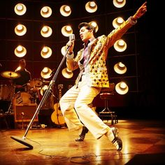 Do you love Elvis Presley? Elvis Aaron Presley, or just Elvis Presley as he is commonly known, was born in Tupelo, Outlaw Country, Country Blue, Elvis Presley, Fake Images, Fabulous Fox, Buddy Holly, Blues Rock, Celebs, Celebrities