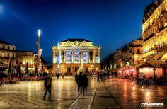 """#Placedelacomedie #Montpellier #France  A """"Place de la Comedie"""" está localizado no centro histórico de Montpellier. Anteriormente fortificações ocupavam o lugar. Elas continuavam entorno das avenidas do centro da cidade. Todo um lado da praça é ocupado com o teatro municipal um grande monumento com uma fachada antiga. Daí o nome a comédia."""