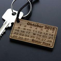 Schlüsselanhänger - Schlüsselanhänger aus Holz Herztag Kalender Datum - ein Designerstück von Jonnycool bei DaWanda