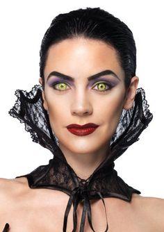 Este cuello de vampiro para adulto es de encaje negro. Se anuda por delante con la ayuda de una lazada de raso negra. La estructura que lo sujeta es rígida #halloween #halloween2014