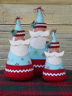 Very cool cone Santas - no pattern, pic for inspiration