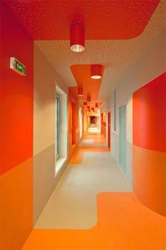 "Brenac & Gonzalez, Fréderic Gémonet · Primary School & Nursery in the ""Claude Bernard"" ZAC Interior Architecture, Interior And Exterior, Flur Design, School Hallways, Hallway Designs, Commercial Interiors, Office Interiors, Retail Design, Interiores Design"