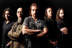 Il giorno 30-1-2017 i Dream Theater hanno scelto Roma come tappa per commemorare il loro 25° anno di nascita. Non è stato un concerto ordinario, non è stato esaltante, non ci hanno emozionato. Hanno fatto molto di più. E io c'ero.