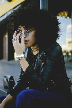 Short and curly hair might seem not easy to style but if you choose a right haircut you'll look really modern and stylish at the same time. Curly hair needs. Short Curly Hair, Curly Hair Styles, Natural Hair Styles, Afro, Protective Hairstyles, Poses, Pretty People, Beautiful People, Pixie Cut