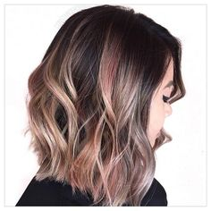 Our SHORT STYLE #hairoftheday goes to @constancerobbins for her metallic hued lob created with ColorSync 10G and Quartz Pink from @matrixusa watercolors. #repost #hotd #constancerobbins #metallichair #lob #matrix #cosmoprofbeauty #licensedtocreate