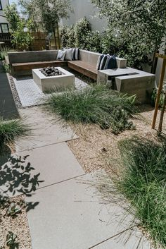 Award winning, well-planned, thoughtful design and functionality by Falling Waters Landscape Inc. Backyard Patio Designs, Modern Backyard, Modern Landscaping, Landscaping Ideas, Desert Landscaping Backyard, Patio Ideas, Back Gardens, Small Gardens, Outdoor Gardens