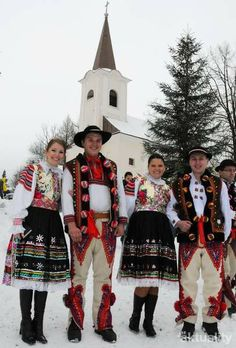 Detailed Descriptions In Polish Of The Most Iconic Costumes
