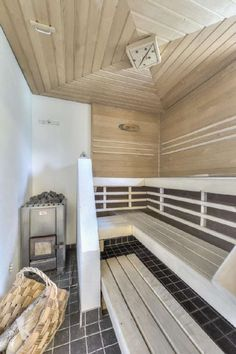 Sisustus - ruokailutila - Kruunukaluste - Moderni - Perinteinen - 52f38f5c498e5d0348a64393 - sisustus.etuovi.com Outdoor Sauna, Outdoor Pool, Sauna Design, Sauna Room, Best Cleaning Products, Waterfront Homes, Extra Seating, My Dream Home, Business Ideas