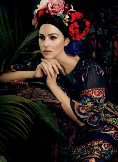 Photoshoot d'Harpers Bazaar, avec Monica Bellucci en Frida Khalo