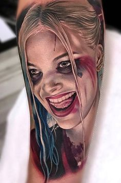 Realistic Harley Quinn portrait done on girls forearm by Bolo, an artist based in Miami, Florida. Harley Quinn Tattoo, Tatuaje Harley Quinn, Joker Y Harley Quinn, Sexy Tattoos, Body Art Tattoos, Hand Tattoos, Sleeve Tattoos, Cool Tattoos, Portrait Tattoos