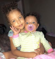 Sister 💚 Sister 💚 💚 Drop Some Green Hearts 👇💚 So Cute Baby, Cute Black Babies, Beautiful Black Babies, Pretty Baby, Beautiful Children, Little Babies, Cute Babies, Baby Kids, Baby Baby