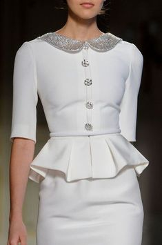 Georges Hobeika Haute Couture (details)--I love styles from the - and this looks like that era. White Fashion, Look Fashion, Fashion Details, Womens Fashion, Fashion Design, Dress Fashion, Fashion Spring, Fashion 2015, Fashion Images