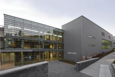 Kinnear Centre in Banff (Canada) by Dimond + Schmit Architects  Contractor:  K&S Dacherrichtungs.m.b.H., Copyright : Järg Seiler #Architecture #Canada #LEED #Zinc #VMZINC #QuartzZinc #Roofing #Office #Project #Façade