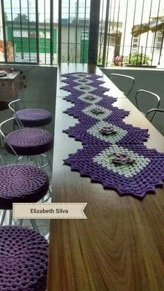 Granny Square Runner Pattern Diagram and Inspiration Crochet Doilies, Crochet Stitches, Crochet Patterns, Crochet Projects, Sewing Projects, Projects To Try, Crochet Table Runner, Crochet Home, Hand Crochet